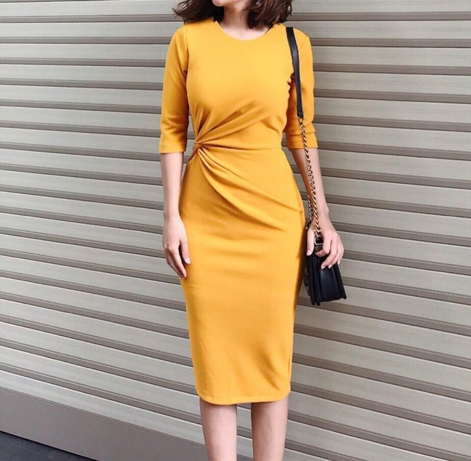 Đầm công sở tay lỡ xoắn eo 1 bên màu vàng