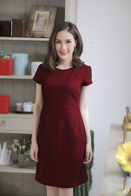 Đầm công sở vai xếp ly đỏ đô duyên dáng - đầm công sở đẹp sang trọng