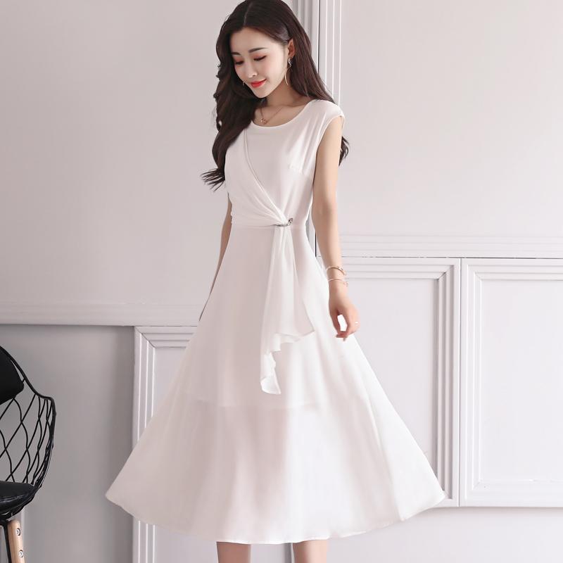 Đầm voan tơ xòe bèo trước màu trắng tinh khôi