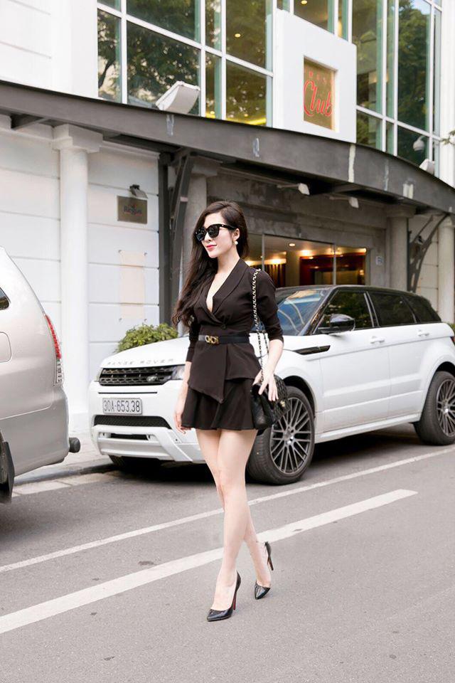 Set áo khoác đen và chân váy xòe đen ko kèm belt - phối đồ đẹp cá tính