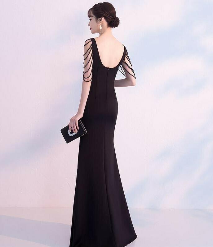 Đầm dạ hội dài cổ tim thiết kế ngọc tua rua sang trọng Đầm dạ hội màu trắng