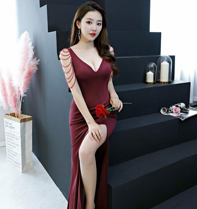 Đầm dạ hội dài cổ tim thiết kế ngọc tua rua sang trọng Đầm dạ hội màu đỏ