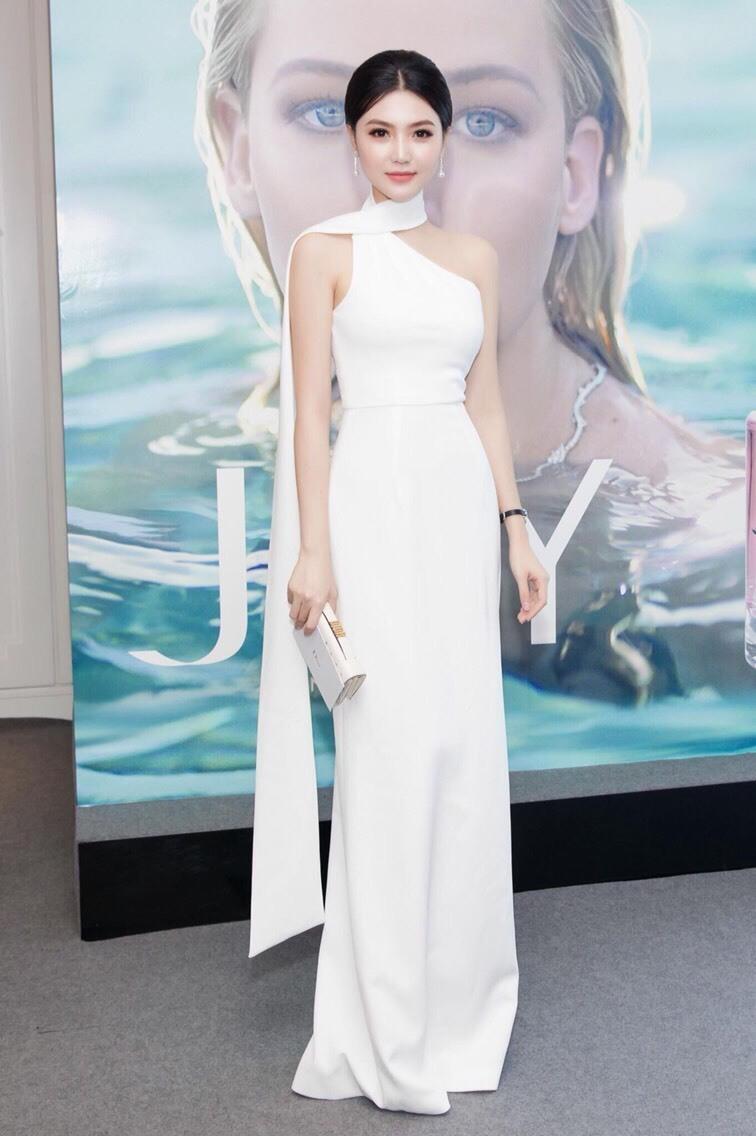 Đầm dạ hội màu trắng dự tiệc chéo vai sang trọng rất đẹp