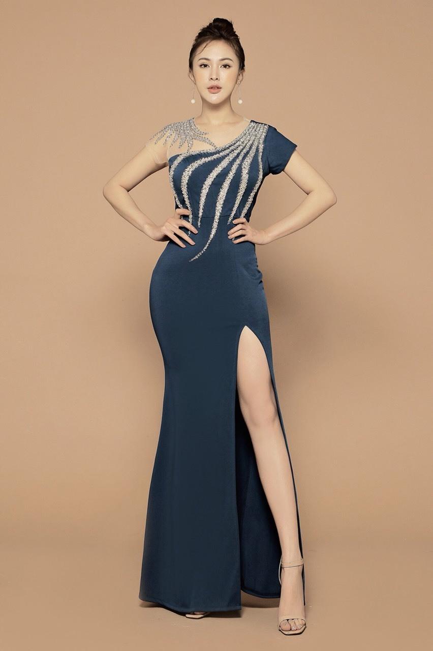 Đầm dạ hội xẻ đùi phối lưới kết đá cách điệu sang trọng