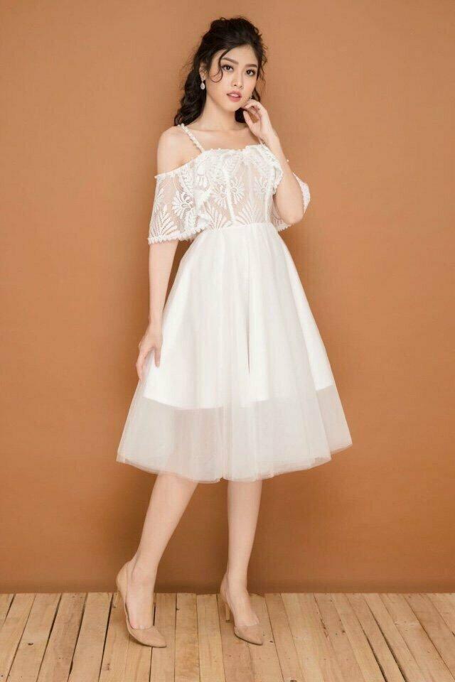 Đầm xòe công chúa rớt dây viền ngọc màu trắng sang trọng